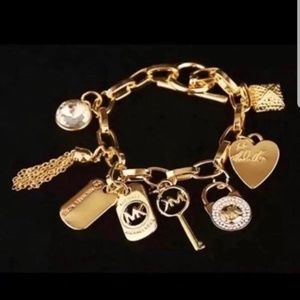 NWOT Michael Kors Gold Bracelet with Charm 7in